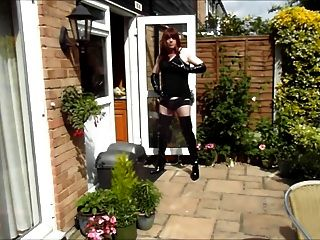alison thighbootboy wanking在花園裡