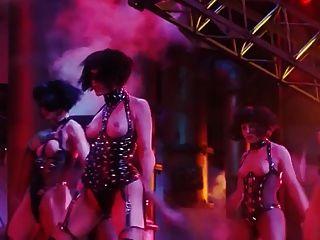 gina gershon和伊麗莎白伯克利裸體場景從showgirls