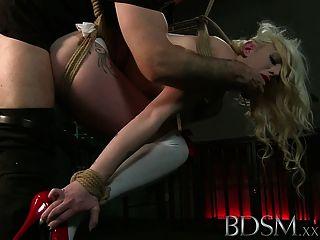 bdsm xxx無辜的sub被打起來綁起來和他媽的