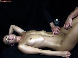 青少年被色情按摩誘惑