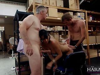 和諧視覺milf肛門三人組在辦公室