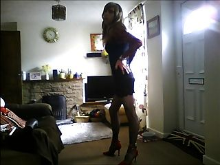 性感的黑禮服的crossdresser