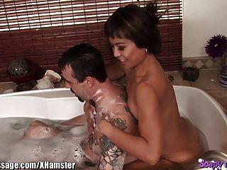 亞洲按摩浴和口交