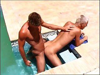 懸在twink賈斯汀在池蘸肛門他媽的dawyd