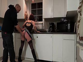 怪異的在廚房裡