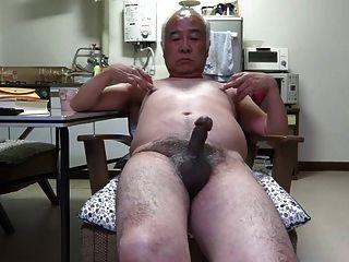 日本老人陰莖抽搐觸摸乳頭