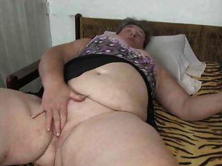 老奶奶胖乎乎的老奶奶手淫與假陽具她的陰部