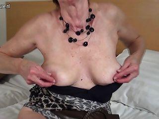 性感奶奶與非常飢餓的unt