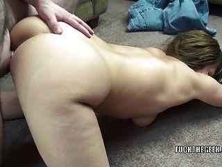 成熟的妓女brandi minx正在得到她的twat性交