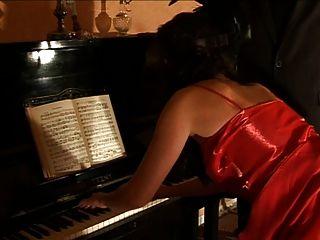 鋼琴演奏者