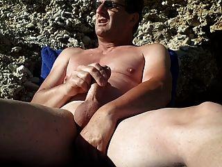 手淫在裸體海灘