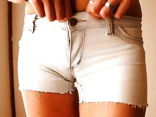 最圓的屁股青少年!穿緊身牛仔短褲!+ cameltoe!