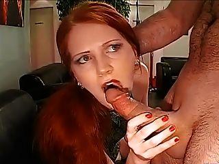 美麗的紅頭髮人口交和麵部