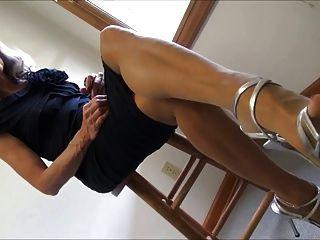 尼龍腳和束腰的高跟鞋搖晃和鞋底