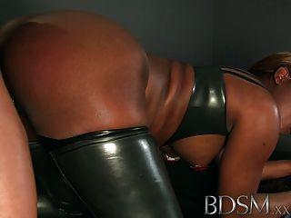 bdsm xxx籠養和sh銬的奴隸得到好的拍打