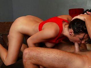 性感的青少年得到她緊的陰部
