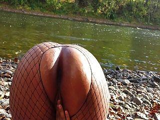 哥倫比亞小雞被河上了