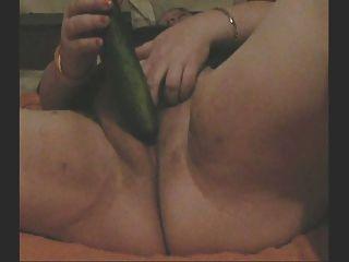 bbw幹她的自己與黃瓜在網絡攝像頭為我
