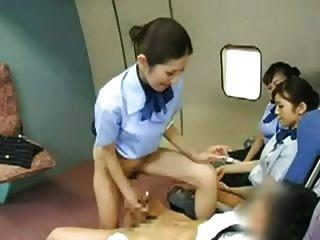 亞裔空姐撞上船長