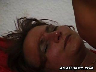 業餘成熟的妻子吮吸和他媽的與暨在嘴裡