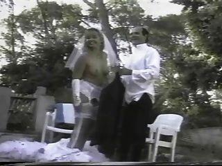 法國女孩得到性交,當穿一件白色婚禮禮服時