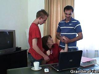 會議在辦公室結束了三人他媽的
