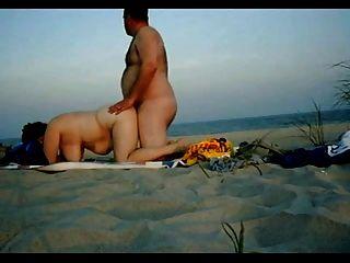性在海灘上