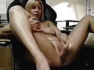 我的妻子手淫的熱視頻。業餘成熟