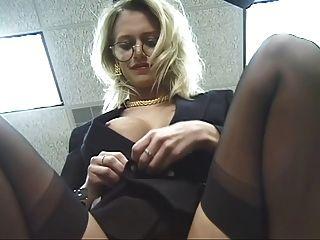 辦公室小雞帶和傳播她的大腿