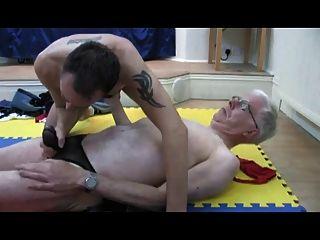 兩個老人在丁字褲