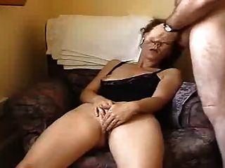 丈夫和妻子手淫在前面凸輪