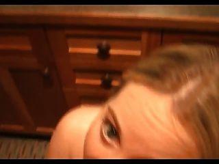 非常熱的金發女孩他媽的在浴室csm