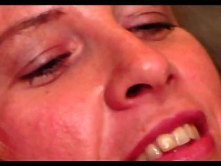 熱毛茸茸的毛髮sabrina ann得到她大嘴唇twat性交