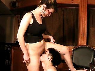 夫人和她的小助手