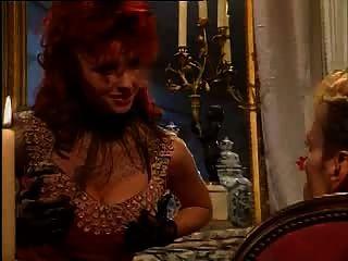 紅頭髮寶貝在緊身胸衣吹和他媽的
