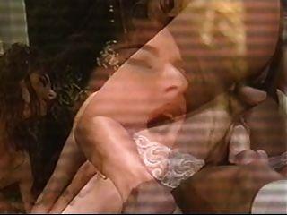 美麗的女人被他媽的在兩個洞。