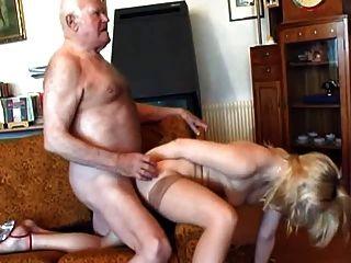 老爺爺他媽的年輕金發