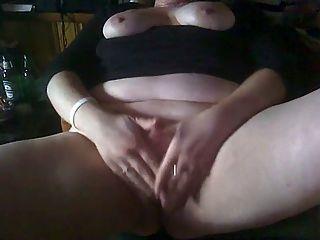 bbw摩擦她的陰蒂尖叫的性高潮