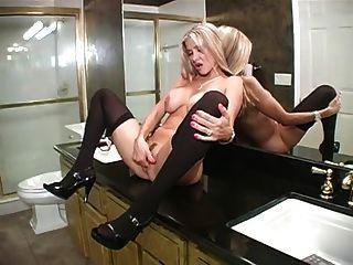 熱的妻子在浴室打擊