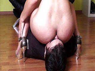 女主人面對她的奴隸