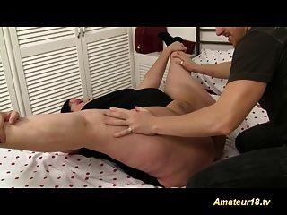 靈活的胖體操運動員寶貝得到他媽的硬和射液