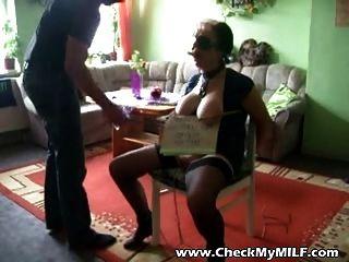 成熟的milf奴隸被掩沒的人被折磨