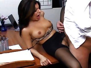 純粹褲襪的豐滿的秘書有辦公室性