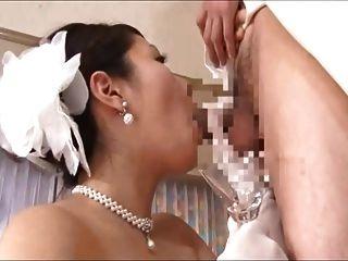成熟新娘喝
