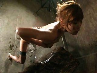 熱亞洲女孩騎大假陽具