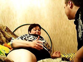 俄羅斯成熟媽媽和她的男孩!業餘!