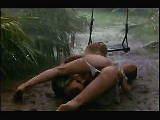在雨和泥的性場面