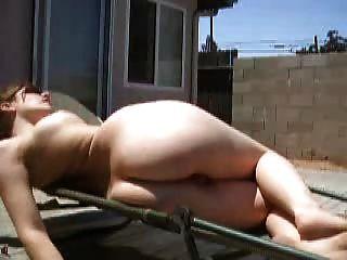 後院曬日光浴