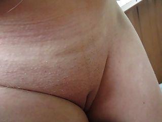 接觸她的乳房,乳頭和貓室外