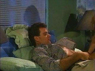 sittin漂亮(1990)完整的複古色情電影